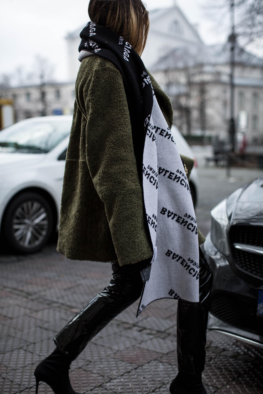 black-palms-esprit-vinyl-pants-sockpumps-teddy-coat-streetstyle-balenciaga-12