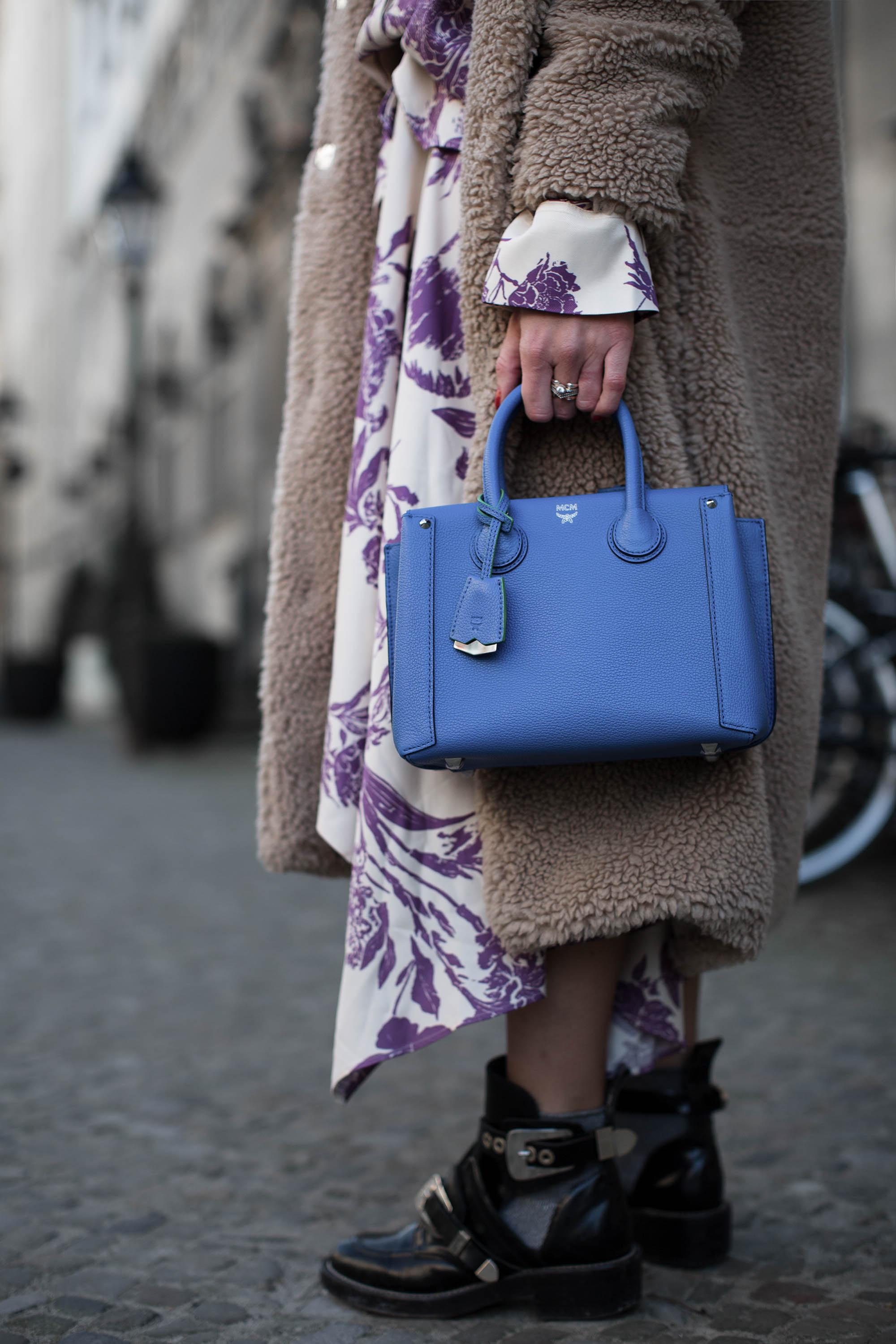 black-palms-streetstyle-hm-mcm-balenciaga-sommerkleid-im-winter-fashionblog-fashionweek-berlin-10