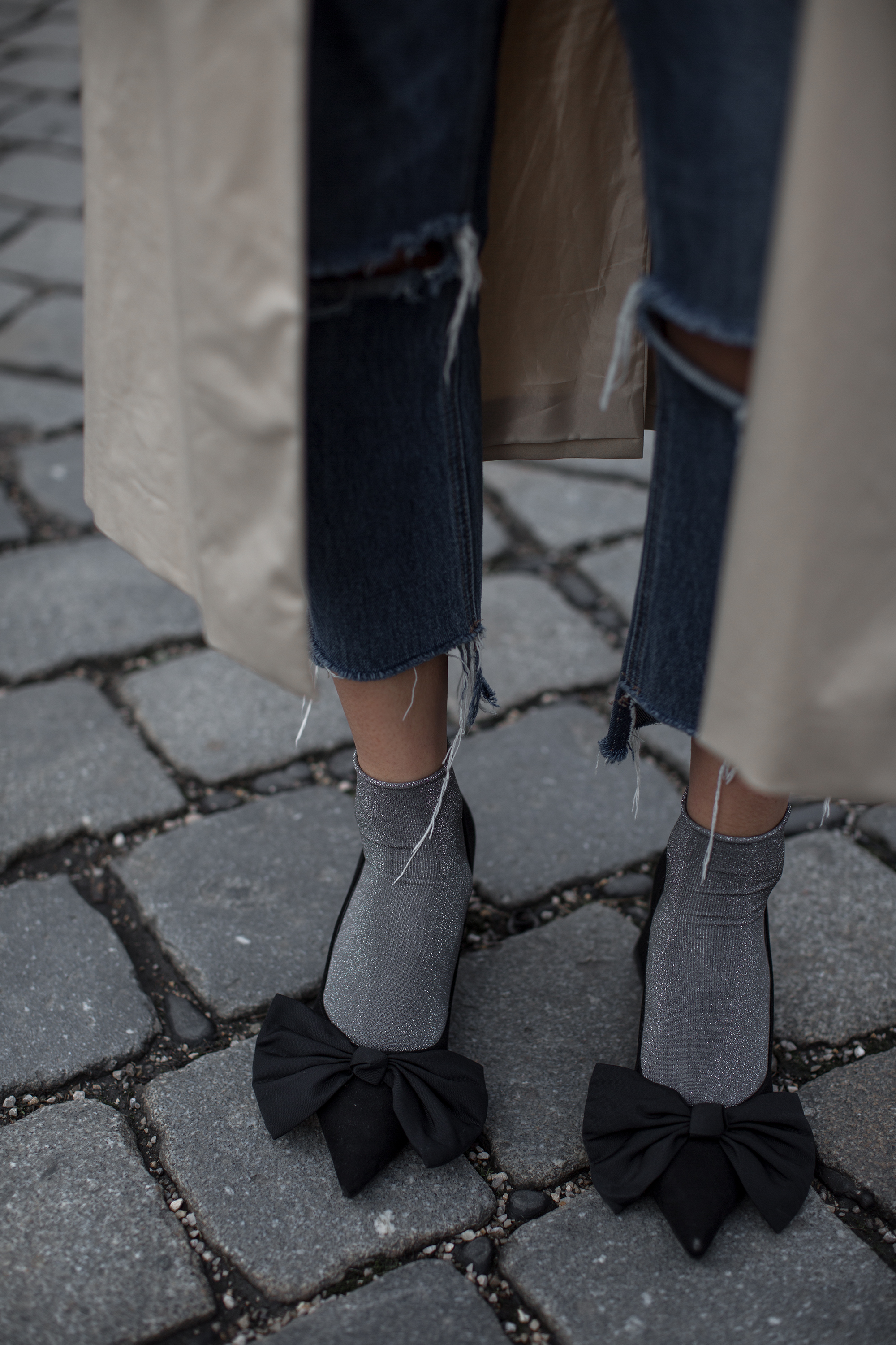 black-palms-streetstyle-trenchcoat-shoes-pumps-gucci-ophidia-streetstyle-14