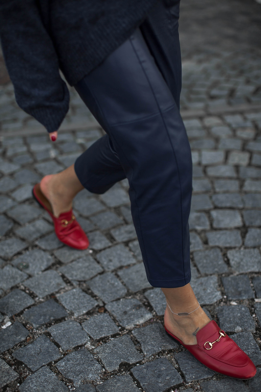 black-palms-hm-faux-leather-pants-lederhose-fashionblog-gucci-slipper-12