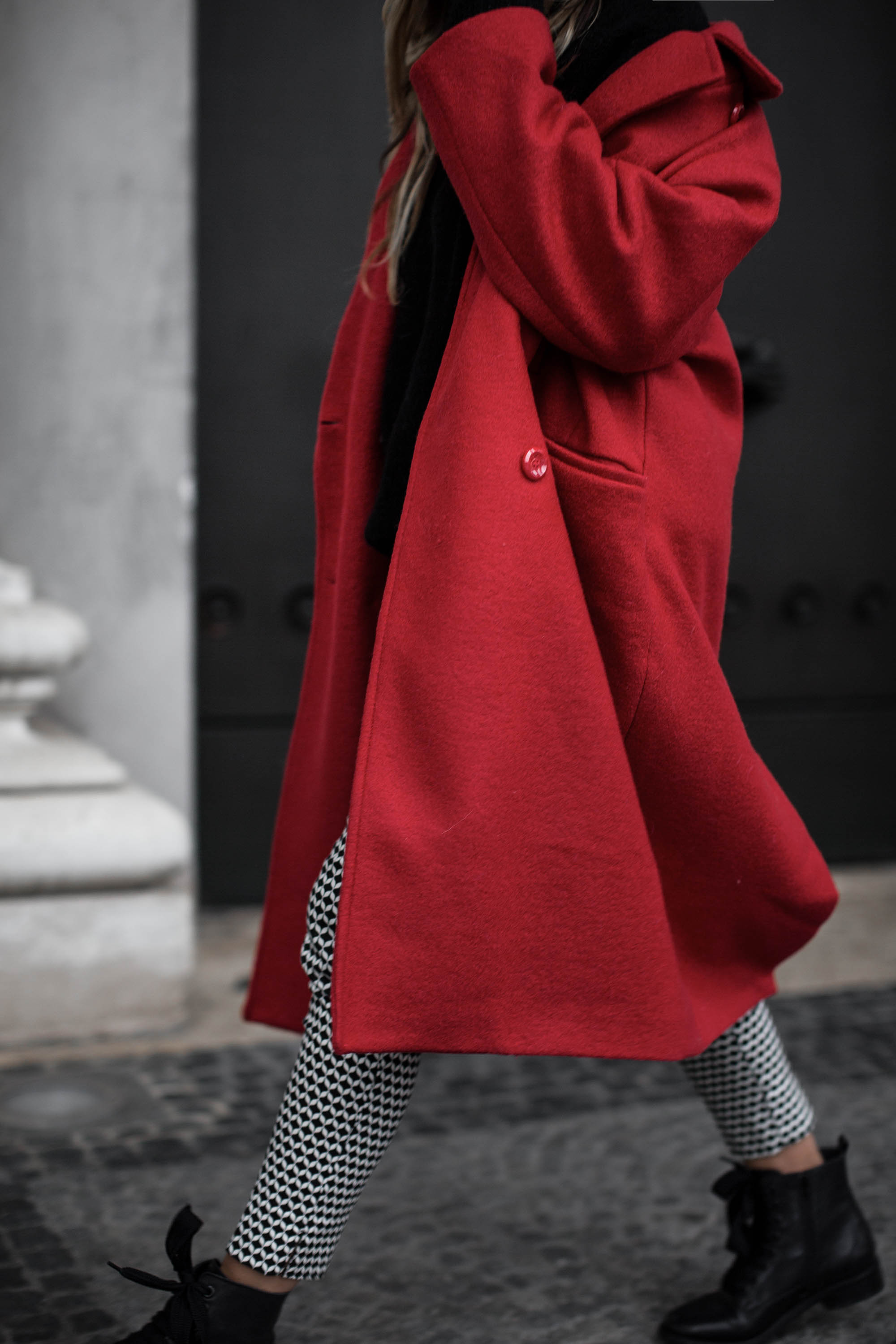 black-palms-hm-roter-mantel-boots-edited-streestyle-fashionblog-4