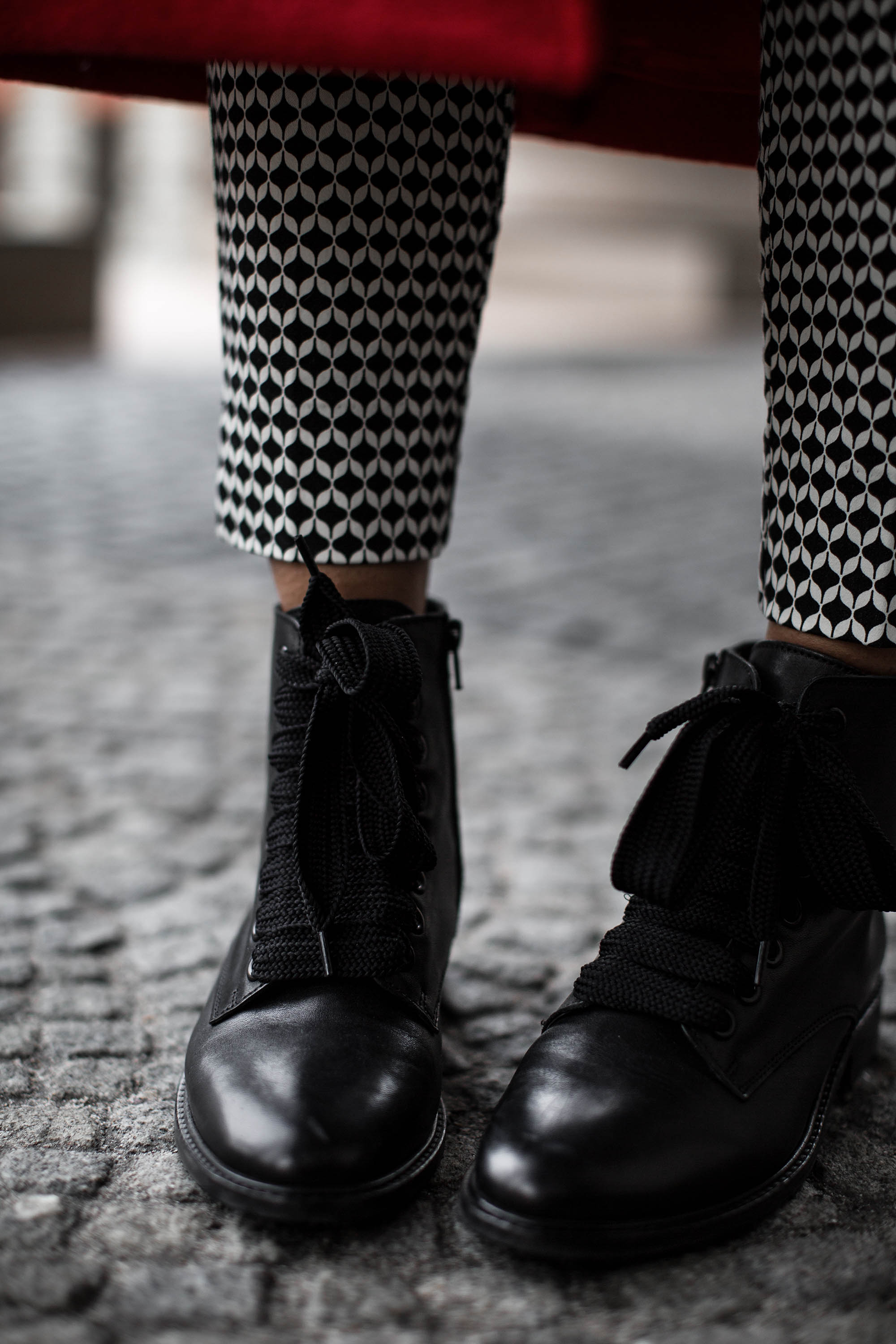 black-palms-hm-roter-mantel-boots-edited-streestyle-fashionblog-8