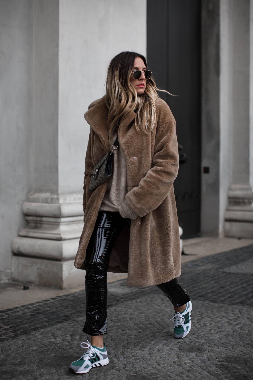 black-palms-edited-vinyl-pants-sneaker-teddy-coat-gucci-streetstyle_-8
