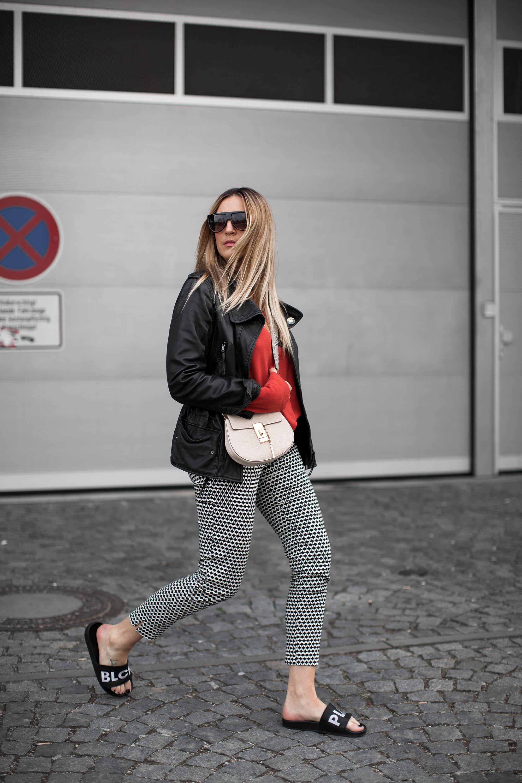 black-palms-fashionblog-pattern-red-closed-chloe-adidas-streetstyle-9-von-13