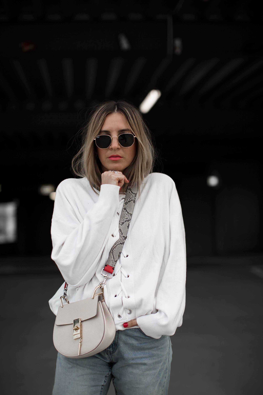 black-palms-fashionblog-streetstyle-chloe-drew-bag-pull-and-bear-miu-miu-mom-jeans