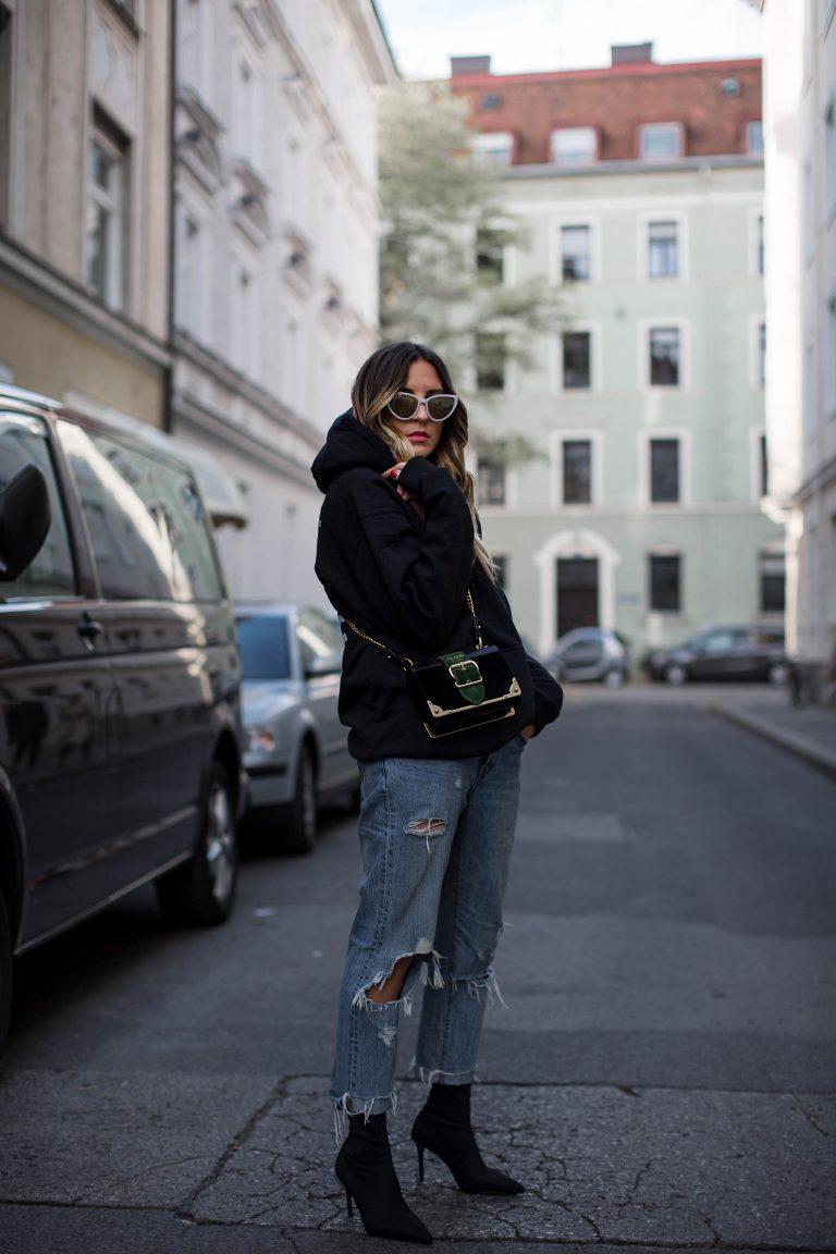 black-palms-pleasure-hoodie-sock-pumps-mango-streetstyle-prada-luisaviaroma-2-768x1152