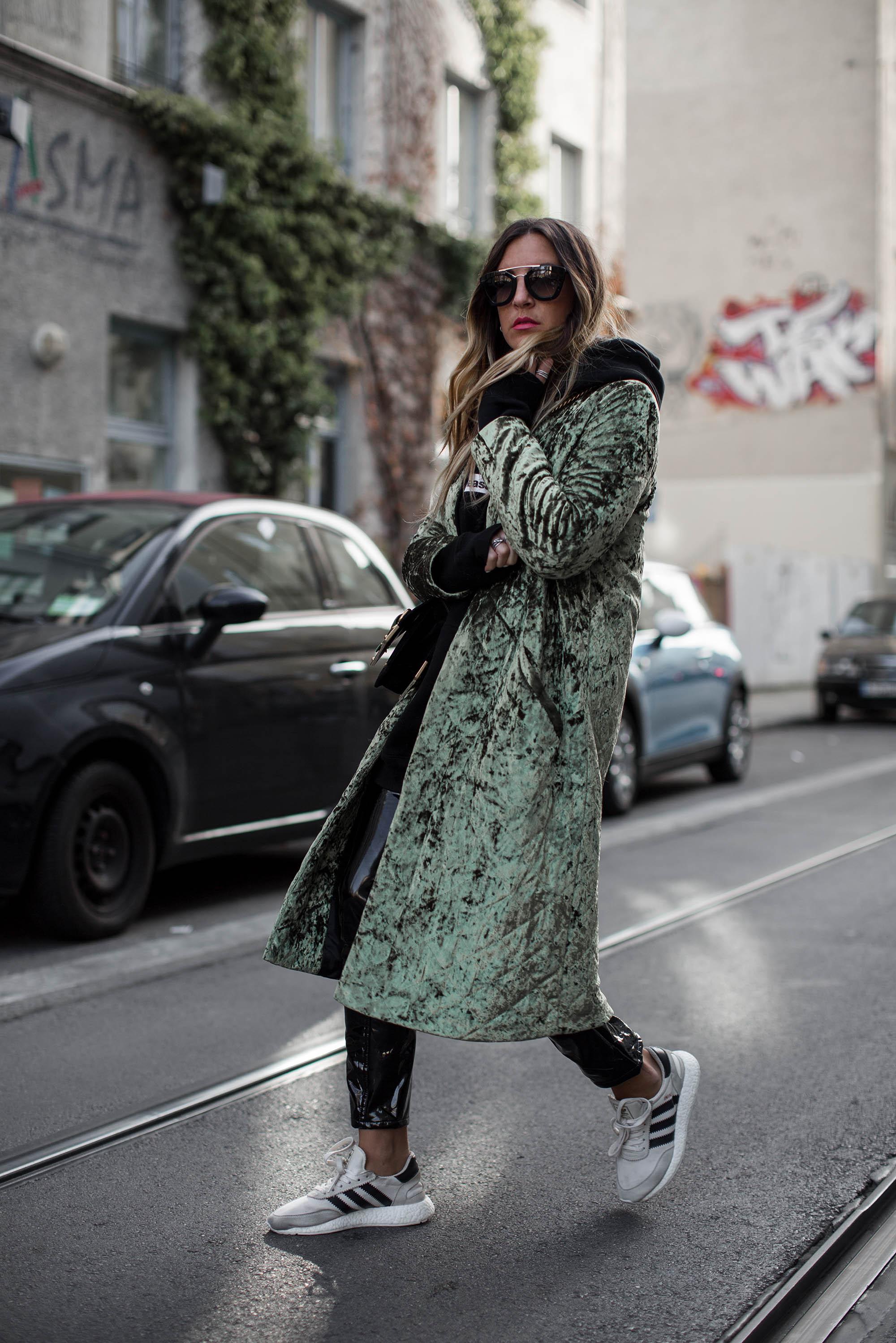 black-palms-samt-sporty-prada-streetstyle-fashionblog-8