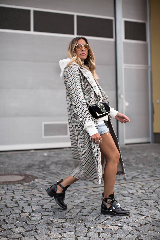 black-palms-streetstyle-hm-winter-coat-hoodie-sweater-balenciaga-boots-levis-denim-12