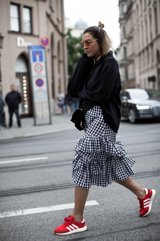 black-palms-streetstyle-gingham-rock-sweater-sneaker-hm-asos-adidas-prada-5
