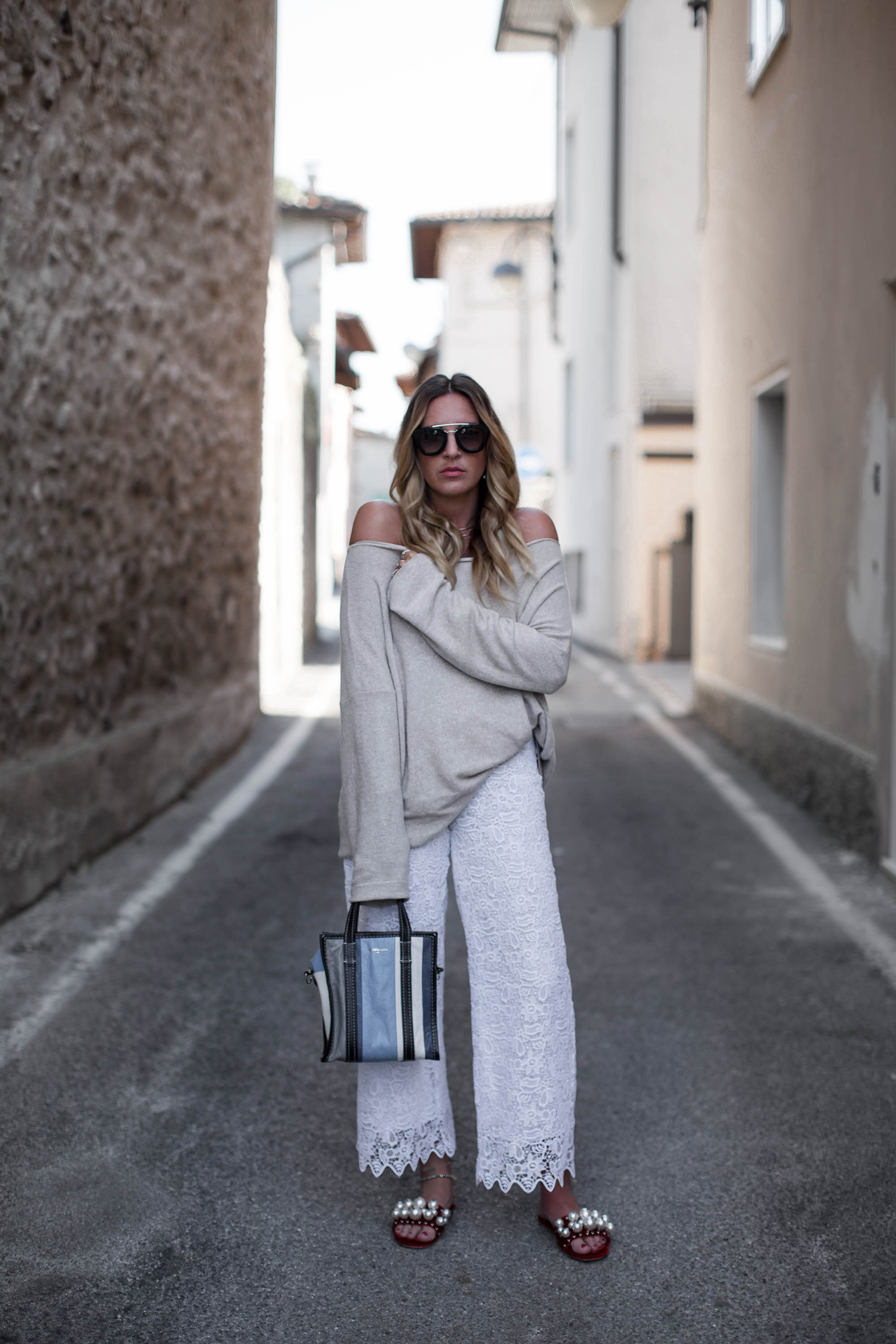 black-palms-streetstyle-lace-weite-hose-oversize-layering-offshoulder