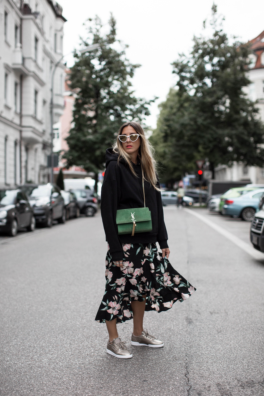 black-palms-streetstyle-reebok-footlocker-sneaker-hoodie-sweater-fashionblog-3