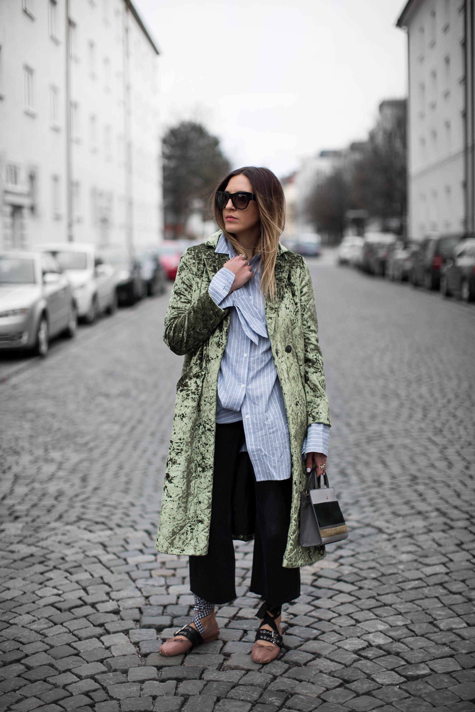 black-palms-velvet-asos-edited-aigner-streetstyle-fashionblog-oversize-layering-4-von-14