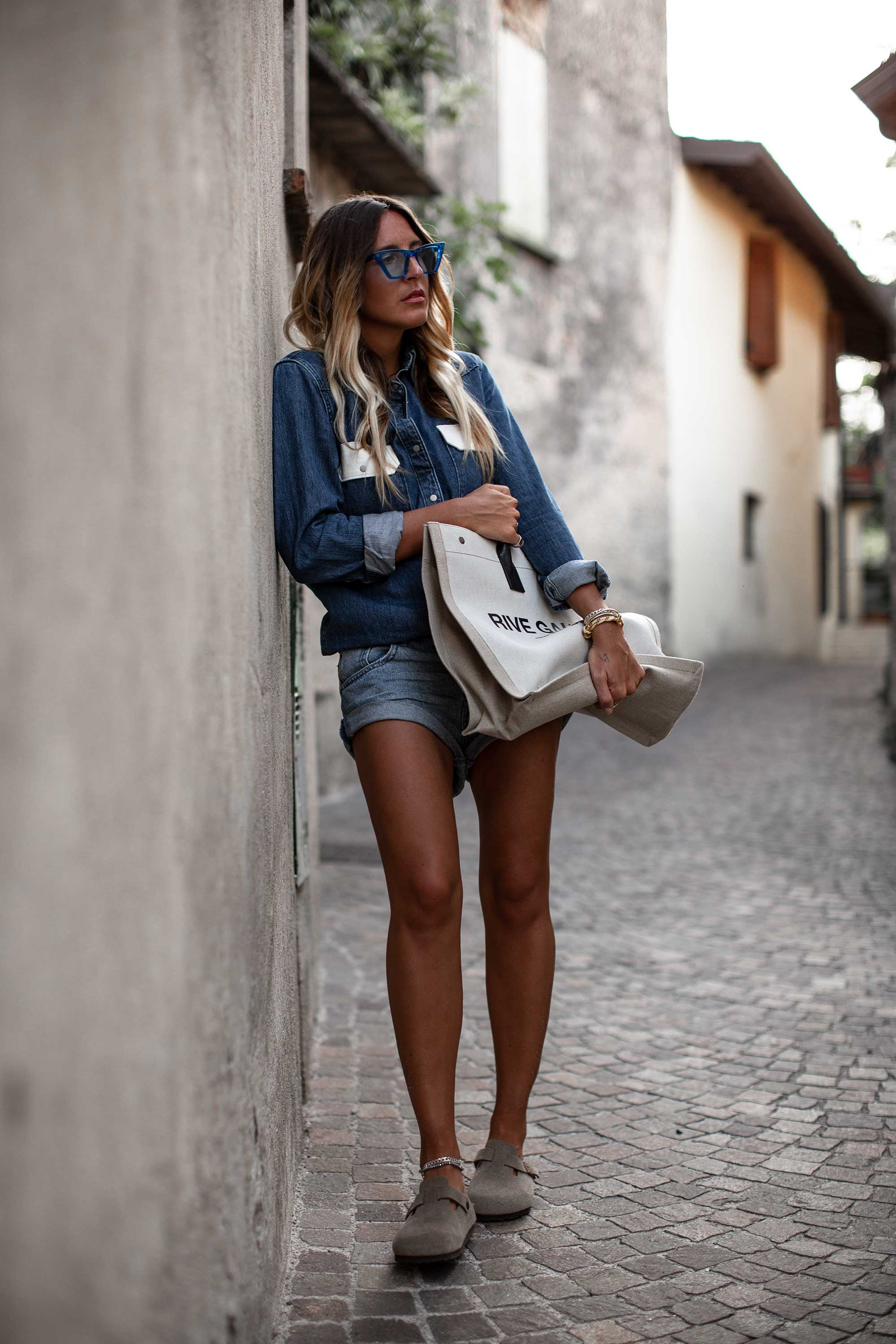 black-palms-all-over-denim-look-jeans-look-2018-streetstyle-trend-9