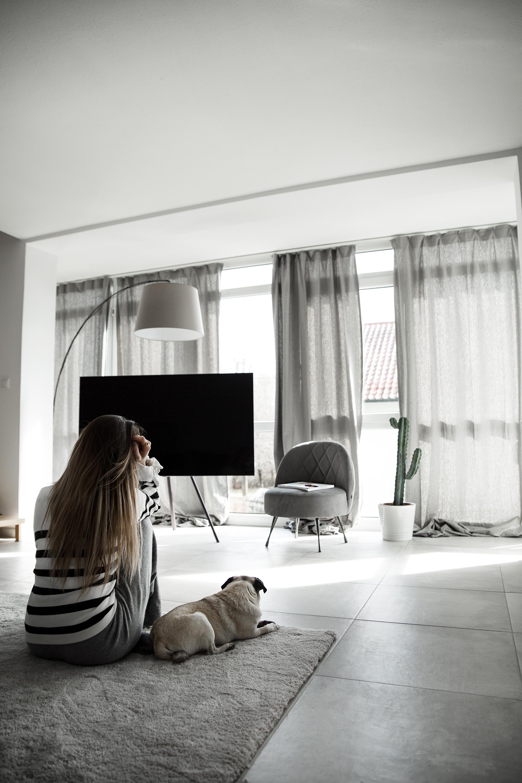 black-palms-interior-living-room-wohnzimmer-renovierung-samsung-qled-tv-18