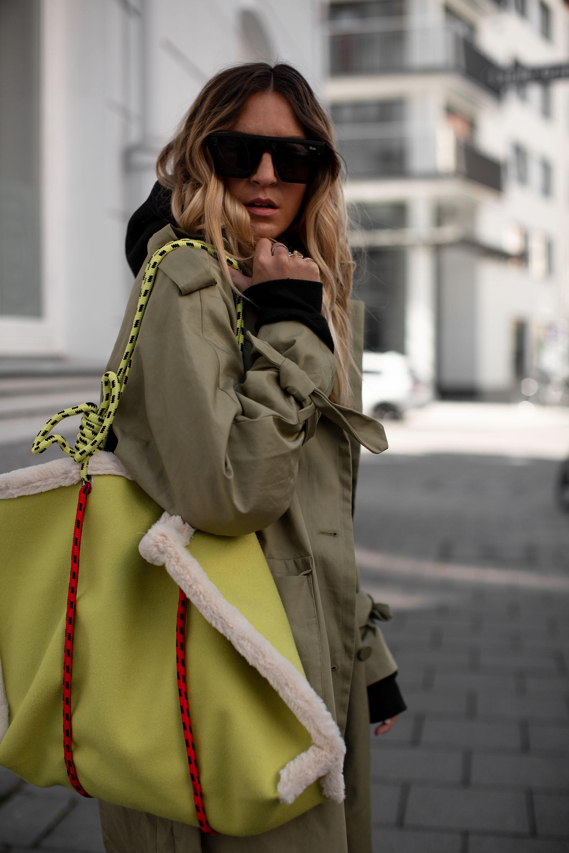 black-palms-oversize-coat-trenchcoat-radlerhose-hoodie-wetter-adidas-yung-1-15